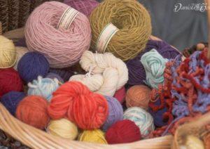 yarn-bombing-a-varese-la-giornata-del-lavoro-a-maglia-546867-610x431
